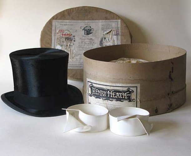 Sam Carter\'s top hat and wing collars